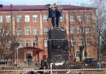 Памятник Пушкину в Подмосковье ломали спецтехникой