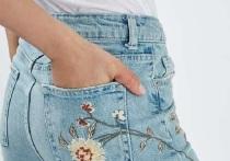 В моде джинсы с цветочной вышивкой